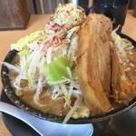 ラーメン大二郎  - 味噌二郎(中)豚入り