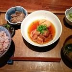 カムカム - カムカム定食∶ 豚バラ煮込み