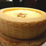 キメラ - ASIAGOチーズとイベリコ豚のパスタ