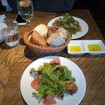 46745922 - ランチセットのサラダ&食べ放題のパン
