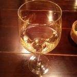 46750544 - グラスワイン 白