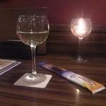 肉バル ウーズチャーム - [ドリンク] 樽生ワイン 白 (グラス) ①