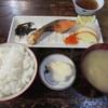 大衆割烹 すみれ - 料理写真:焼魚定食(しゃけ) 700円