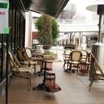 46791431 - テラス側がレストラン入口。右側にあるのはストーブ