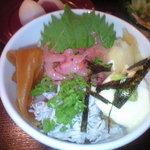 鮨処 やましち - 二色丼(桜えびとしらす)