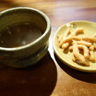 草庵 - 料理写真:お茶と蕎麦かりんとう