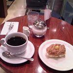 Euro Cafe - [料理] モンブランのミルフィーユ & Hot珈琲 \771 セット全景♪w
