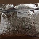 生どら焼き福○屋 - 保冷剤を入れて、バッグにも入れてくれます