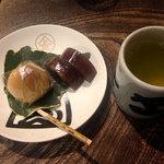灸まん本舗 石段や - お茶菓子セット200円