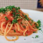 イタリア食堂 ジラソーレ - アマトリチャーナ(ベーコン・タマネギのトマトソース)スパゲッティ 大盛り☆