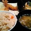 寅福 - 料理写真:エビフライと煮おろしとかやくご飯