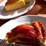 46894297 - かぼちゃのケーキとりんごのタルト (2016.01現在)