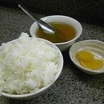 らーめん明日香 - 定食のごはん、スープ、漬物