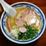 ラーメン・餃子 ハナウタ - 豚骨アジ節・塩(650円)