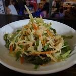 ラーンガンエーン - 野菜たっぷりでピリ辛のドレッシングも美味しいです