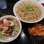 G麺屋 - から揚げマッチョつけ麺:メガ盛り(麺500g)