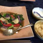 北白川中国料理 叡 - 豚バラと大原野菜の炒め物と玄米ごはん。美味♪