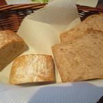 cucina Wada - 全粒粉のパン 胡桃パン