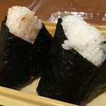 ほんのり屋 - 紅鮭まぶし(230円)&塩むすび(120円)