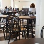 カフェ フロインドリーブ - 座った席から見た店内