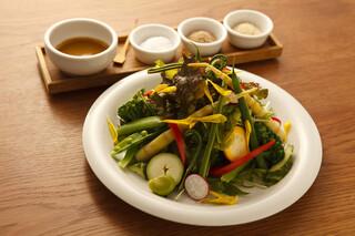 フクモリ - 季節のサラダ 3種の塩と特製ドレッシング