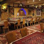 BolBol - 店主がイランから仕入れたペルシャ絨毯や装飾品に包まれて、どうぞゆったりとした時間をおすごしください