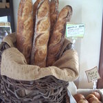 ダディーズ・ベーカリー - 料理写真:低温発酵のバゲット 時間をかけて小麦の味を強調しました
