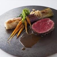 食材の宝庫・九州の地の利を活かし、センスに満ちたお料理を創造