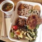 無添加・自然食 ピンポン食堂 - 野菜たっぷり定食お持ち帰りできます◎900円(箱代含)