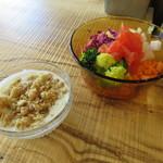 TOLO SAND HAUS - サンドイッチセット:サーモン&ラペ、クラムチャウダー、オリエンタルサラダ ヨーグルトソース6