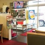 おやじのきまぐれ食堂 - 店舗入口付近に冷凍庫