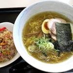 ラーメンの丸福 一番星 - 料理写真:塩ラーメン_760円、ミニチャーハン_270円