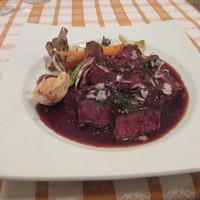 牛ハラミ肉のグリル焼き タスマニアマスタードと赤ワインソース