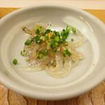 鮨おばな - 料理写真:お通しは白魚。