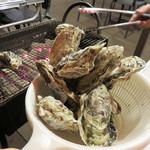 ヴィノハウス - 料理写真:牡蠣はとりあえず1キロ注文。 10個位入ってたでしょうか。 ちなみに牡蠣は福岡のブランド牡蠣『恵比須かき』だそうです。