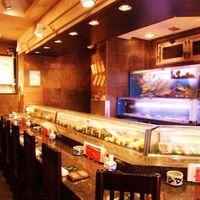 みなと寿司 - 店長に今日のおススメネタを聞きながら・・・絶品料理に舌鼓。活魚は産地直送の地魚、活イカにこだわり。