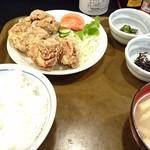 大樽 - 鶏唐揚げ定食(700円)