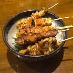 幸乃や イザカヤ - シンプルな焼き鳥丼はお店の定番メニューです♪