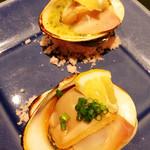 飯場まる - 焼き地ハマグリ(香草バター焼き・しょう油焼き)
