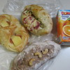 エランドール - 料理写真:この中から飲み物と次の日の朝食用のパンを3個いつものように自宅に買って帰りました。