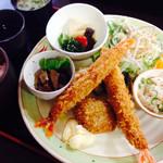 喫茶マイスター - 料理写真:海老フライ定食