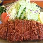 とんかつ大関 - 特ロースかつ、肉は220~230g程度のボリューム