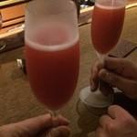 バー ベッソ - イチゴとシャンパーニュのカクテル。レオナルド