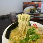 ますたにラーメン - 細麺リフト