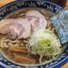村岡屋 - 料理写真:中華そば 750円(税込)   魚介つけ麺のスープを薄めた感じのスープ。 春木屋などの醤油系の中華そばとは違います。麺は少し固め。全体的につけ麺から派生して作った感が否めない。あまり感動はありません。