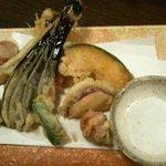 4720555 - 熱々で出てきた野菜の天麩羅