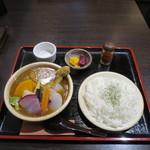ヴァカンス - 鎌倉野菜と丸ごとチキンの和風スープカレー