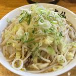 大仙 - ラーメン200g  780円 トッピング 野菜、ねぎ