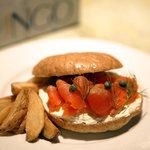 ファンゴー - スモークサーモン&クリームチーズ ¥1250