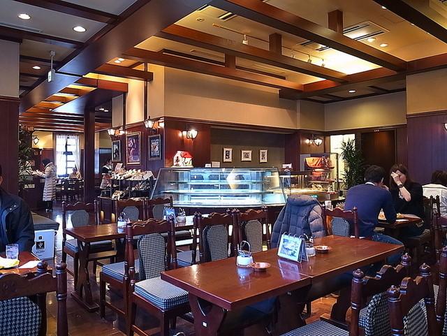 https://tabelog.ssl.k-img.com/restaurant/images/Rvw/47245/640x640_rect_47245123.jpg